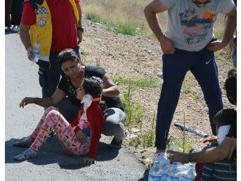 Sivas'ta Hafif Ticari Araç İle Otomobil Çarpıştı: 6 Yaralı