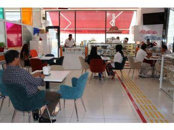 (özel Haber) 'engelsiz Cafe' İle Engelleri Aştılar
