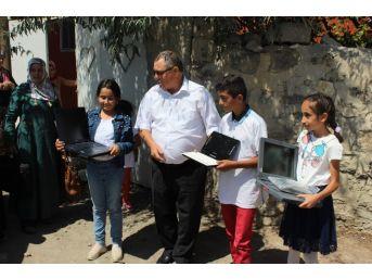 Gümrük Bölge Müdürü'nden Köy Çocuklarına Laptop Bağışı Kampanyası