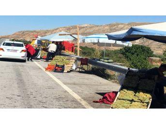 Tezgahları Kaldırılan Çiftçiler İle Polis Ve Jandarma Arasında Arbede Yaşandı