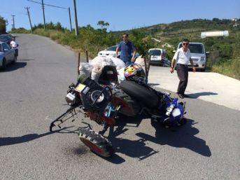 Patpatla motosiklet çarpıştı 2 yaralı var