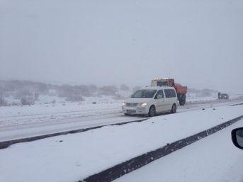 Elazığ Bingöl yolu kar yağışı nedeniyle kapatıldı