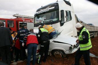 Elazığ'da Tır Otomobili Biçti 4 Ölü